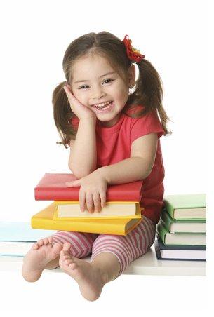 Elle va à l'école pieds nus, et elle a l'air heureuse. CQFD ...