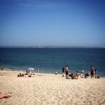 Les gens qui vont à la plage le dimanche